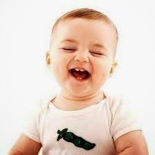 bayi tertawa ngakak