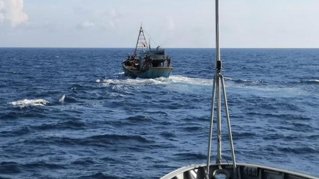 KRI Kerambit-627  Amankan Kapal Vietnam, Diduga Mencuri Ikan 2 Ton