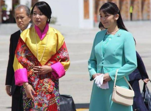 Princess Mako of Akishino is welcomed by King Jigme Khesar Namgyel Wangchuck, Queen Jetsun Pema and Princess Euphelma of Bhutan