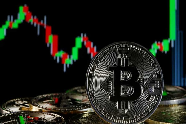Bitcoin achieves an unprecedented rise before returning to stability again