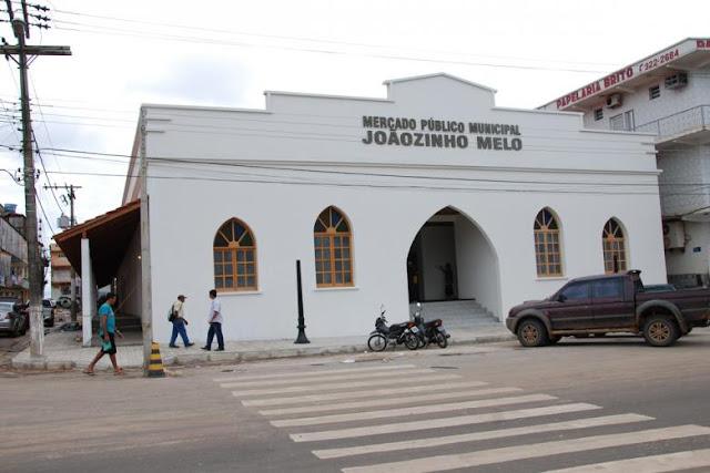 Homem é detido por populares apos arromba boxes no mercado Joãozinho Melo em Cruzeiro do Sul