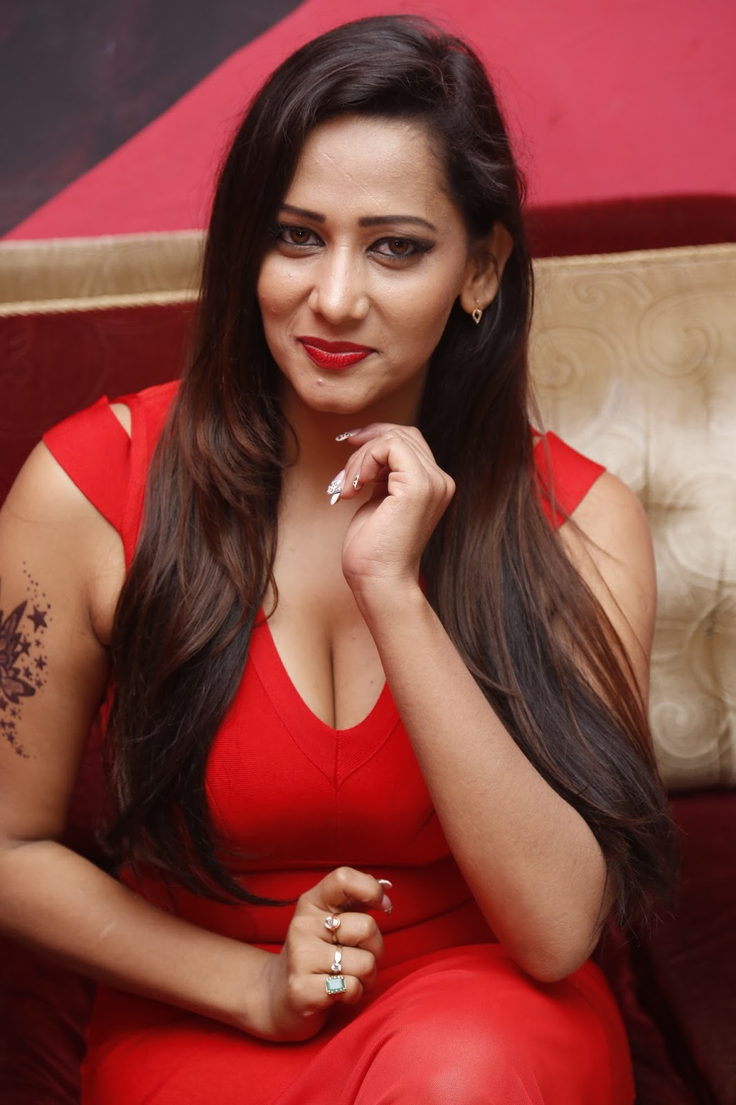Sanjana Singh New Photos Gallery Shiner Photos