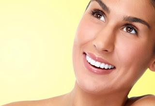 6 Cara Memutihkan Gigi Secara Alami