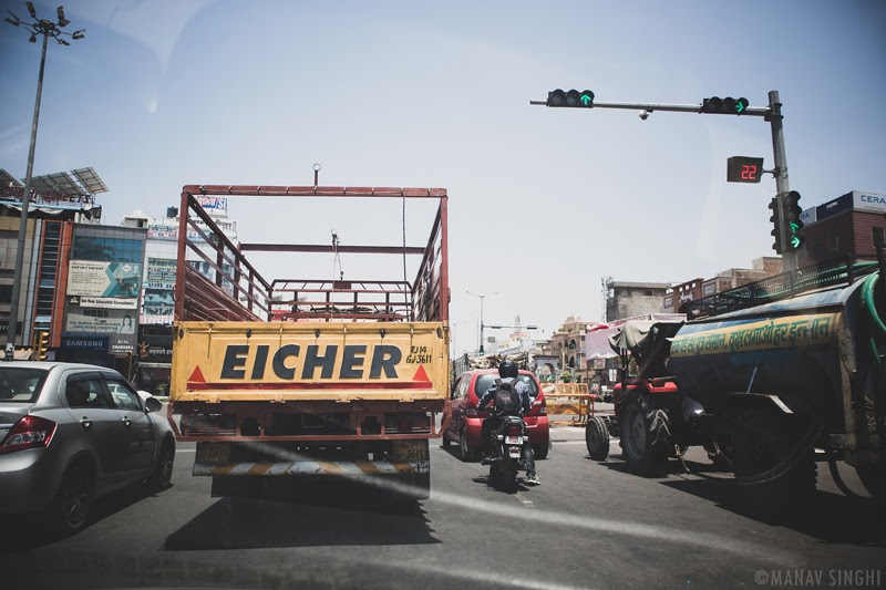 EICHER is a title given only to the Manliest of the Men. This was what I saw and Clicked at the Very Start of 21-May-2020 Street photography Mission. - Took this Shot at Ridhi Sidhi Crossing, Jaipur.