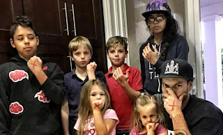 Picture of Kevin Federline with his children