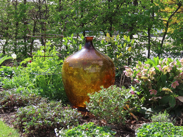 Kom mai, du skjønne milde  - Bedet rundt brun vinballong IMG_1213-min