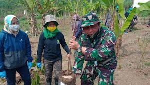 Dansektor 9 Lakukan Penanaman Pohon Bersama Para Penggiat Lingkungan