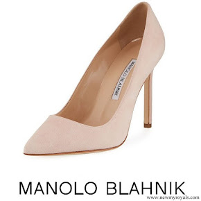 Meghan Markle wore Manolo Blahnik 'BB' Pumps In Beige Suede
