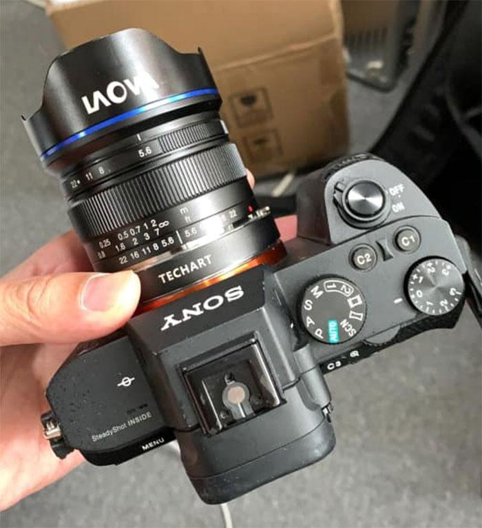 Объектив Laowa 9mm f/5.6 с камерой Sony