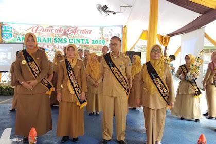 Penyerahan Penghargaan SMS Cinta Sekolah Banjar kepada 12 Sekolah di Kota Banjar