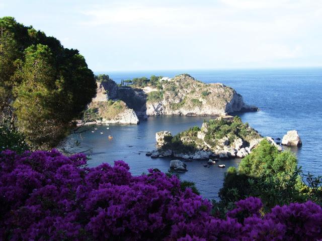 isola bella di taormina, una delle spiagge più belle della sicilia