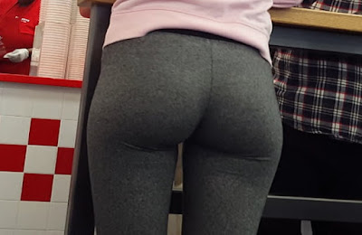 Chica hermosa trasero increible calzas