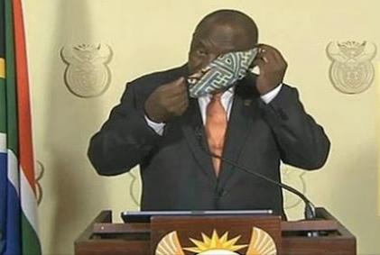 Ditertawakan Dan Viral #CyrilMaskChallenge, Ramaphosa Malah Terkekeh: Saya Ajarkan Cara Memakai Masker