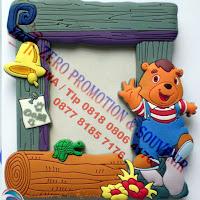 Bingkai foto mini dari bahan karet, souvenir mini frame karet / Rubber Photo Frame