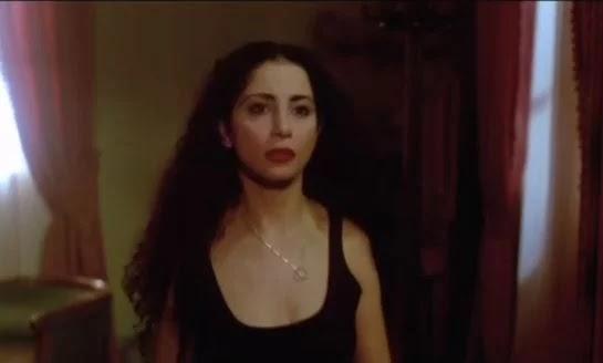 الفنانة رولا محمود مع فيروس كورونا