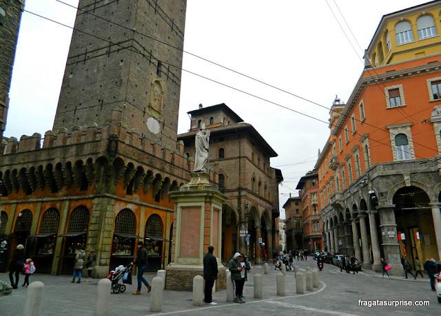 orre Asinelli e Palazzo della Mercanzia, Bolonha