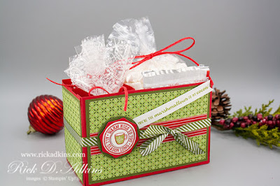 Make my Heartwarming Hugs Hot Chocolate Gift Set for those last minute Holidays Handmade Gifts.  Get the FREE Printable Supply and Measurement Sheet