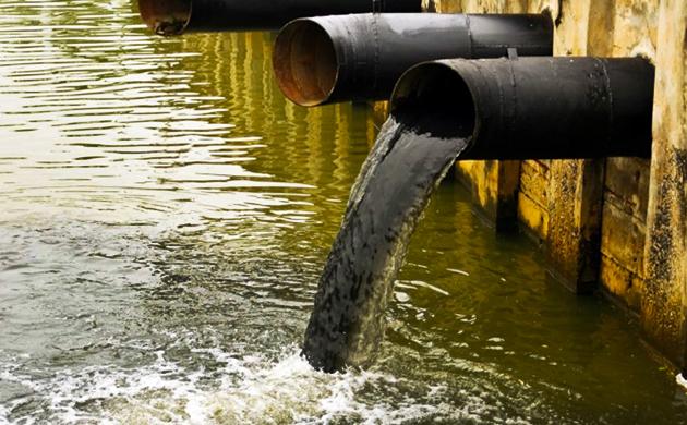 Produksi kain menghasilkan limbah yang berbahaya bagi lingkungan jika tidak dikelola dengan baik sebelum dibuang ke perairan