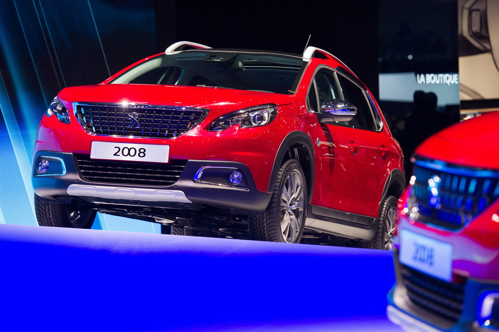 Updated Peugeot 2008 Compact Cuv Wears The Family S New