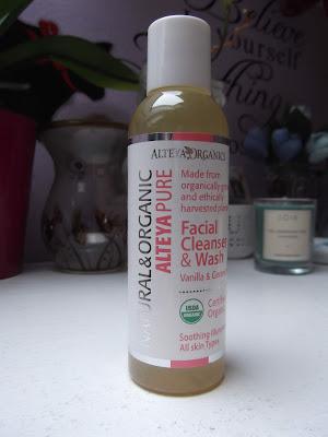 Čistiaci gél na tvár vanilka a geranium Alteya