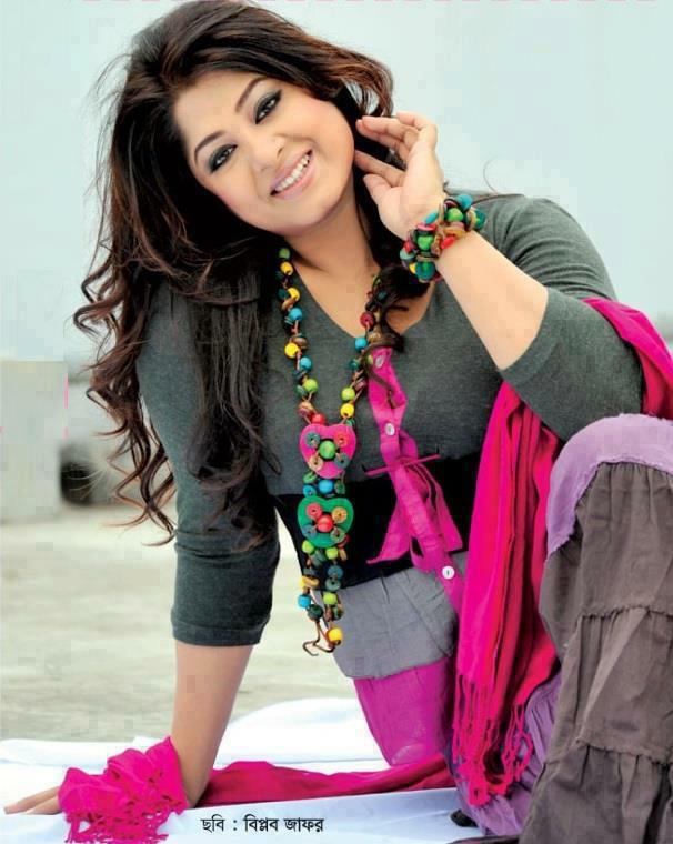 Actress Mousumi Best Photos & Short Biography 18