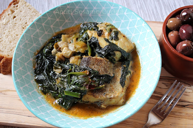 Un piatto unico, tradizionale della cucina greca, realizzato con baccalà, spinaci, bietole, cicorie.