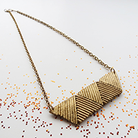 http://www.ohohblog.com/2012/11/pasta-necklace-collar.html