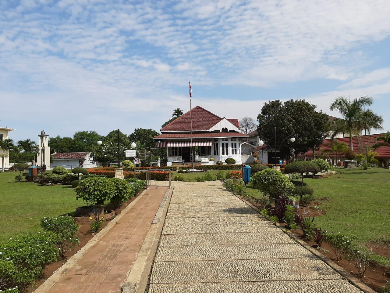 Rumah Kediaman Bung Karno Pada Waktu Pengasingan di Bengkulu 1938 -1942
