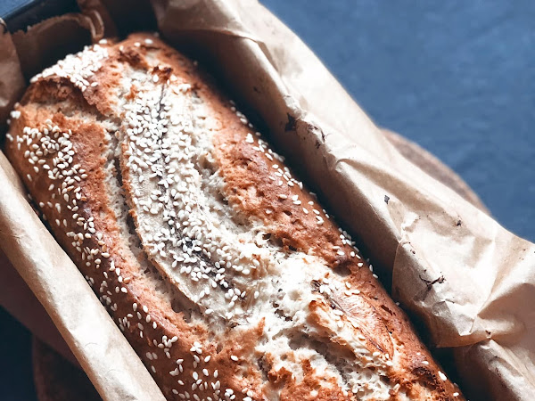 Banana, peanut butter, chia and sesame seeds bread