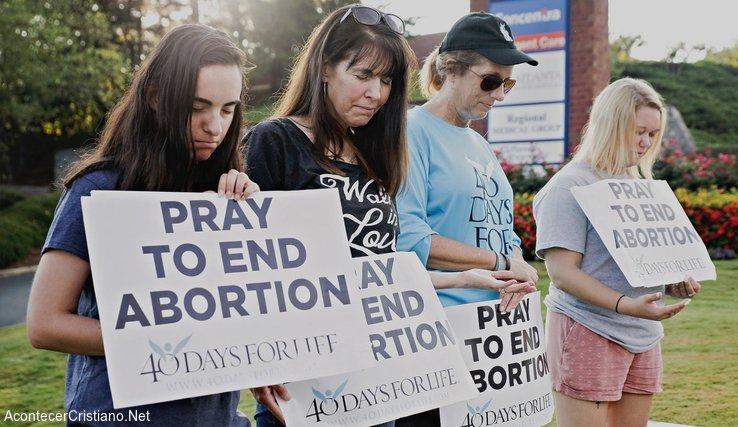 Oración frente a clínica de abortos