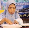 Masha Allah, Seorang Muslimah ini Buta Tapi Lancar Membaca Al-Quran Meggunakan Braille