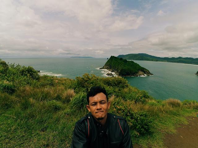Lokasi Selfie Teluk Love Pantai Payangan Jember