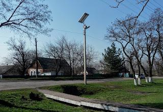 Лысовка, Покровский р-н. Центральная ул. Фонарь на солнечной батарее