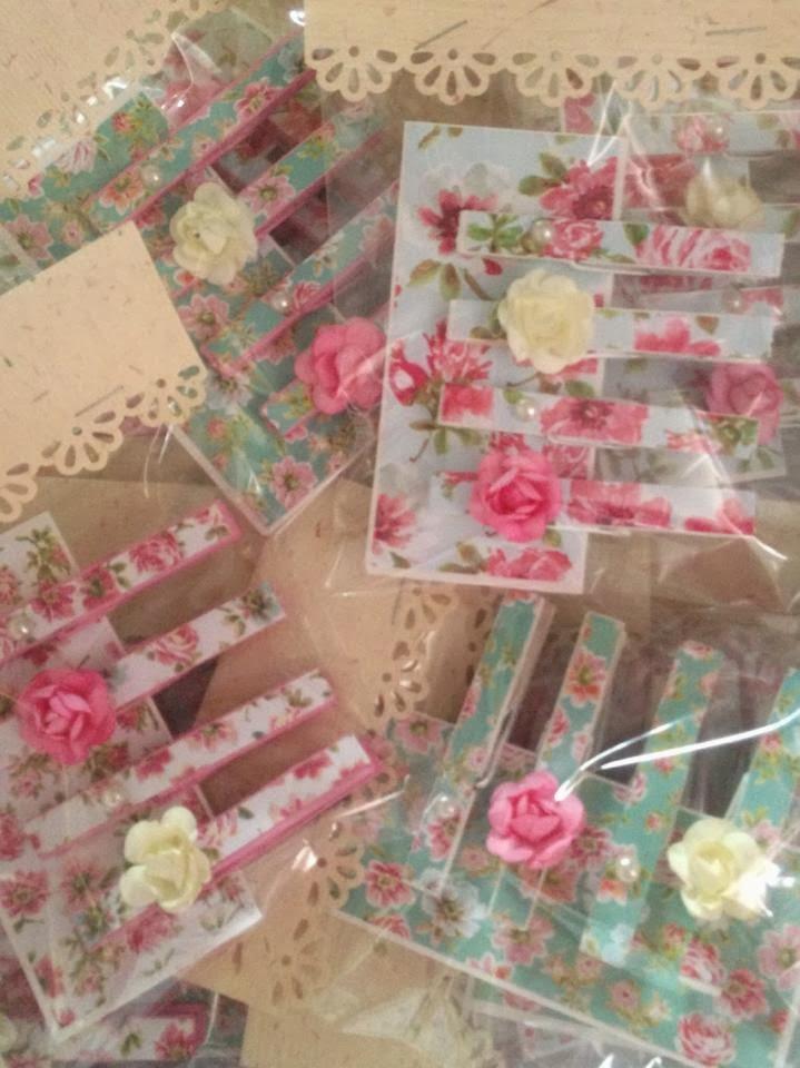 Crafty Friends: Pretty Stores, Flower Gardens & Shabby