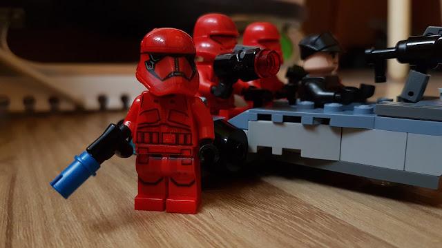 Штурмовики ситхов Первый орден, Звездные войны Скайуокер Восход, Star Wars, красный штурмовик