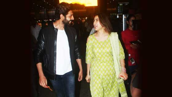 Kartik Aryan Protects Sara Ali Khan From Crowd
