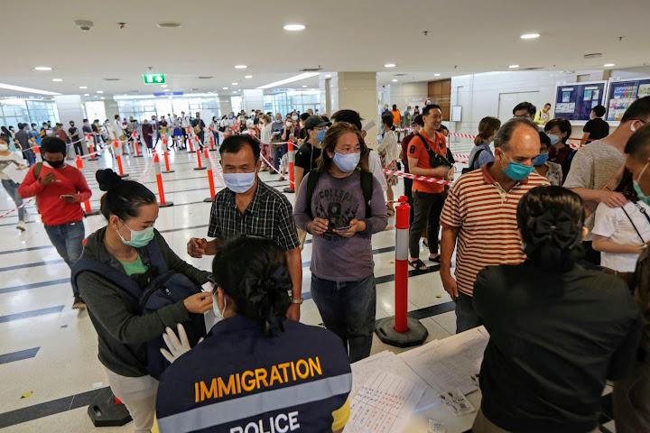 Застрявшим вТаиланде туристам грозит тюрьма идепортация после 26сентября — Thai Notes