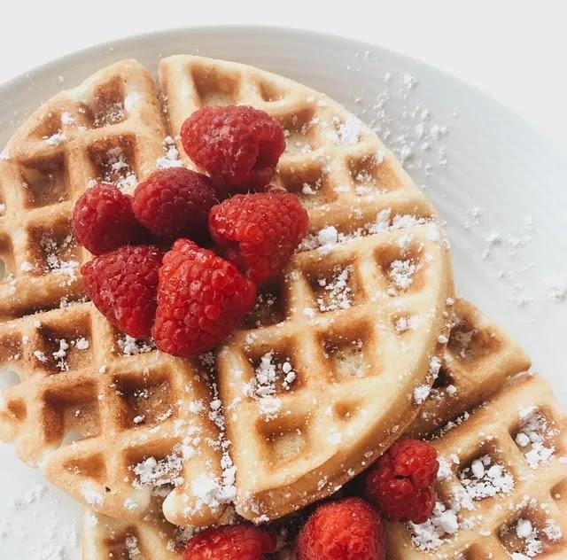 aprende ingles postre gofre waffle crujiente con fresas