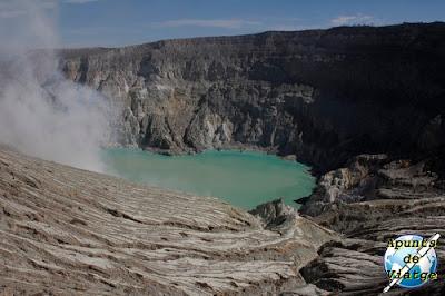 El lago sulfuroso de Kawah Ijen
