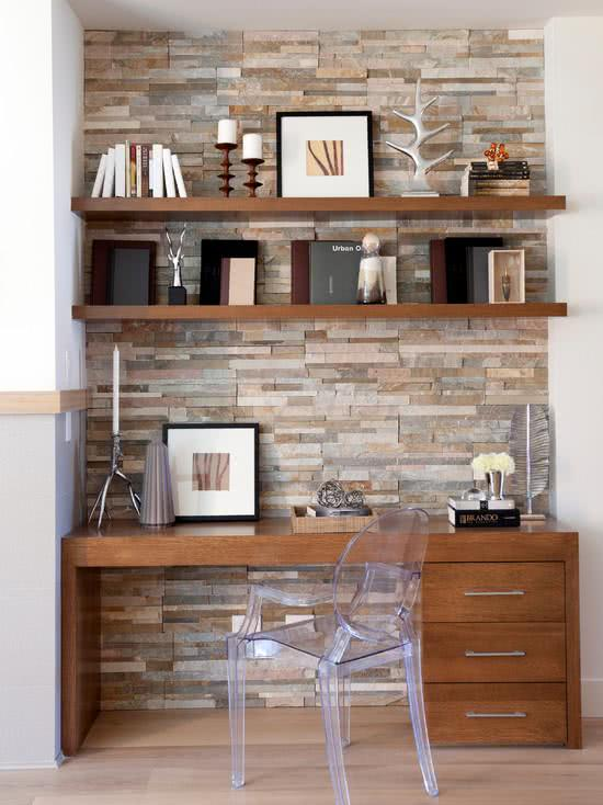 Wooden desk, wall cladding in stones