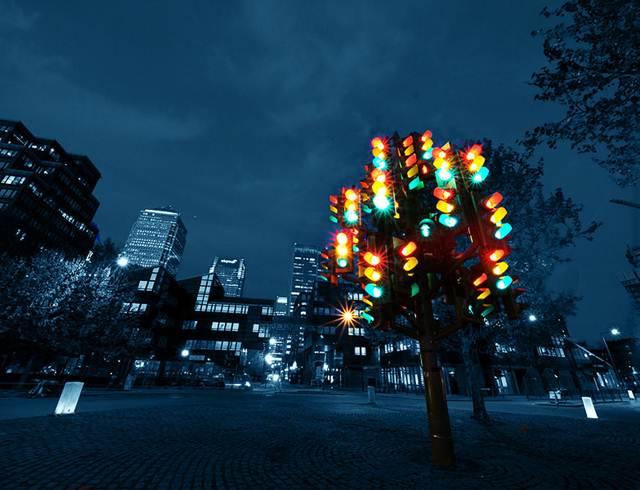 Bukan Lampu Lalu Lintas Melainkan Pohon Lampu Lalu Lintas