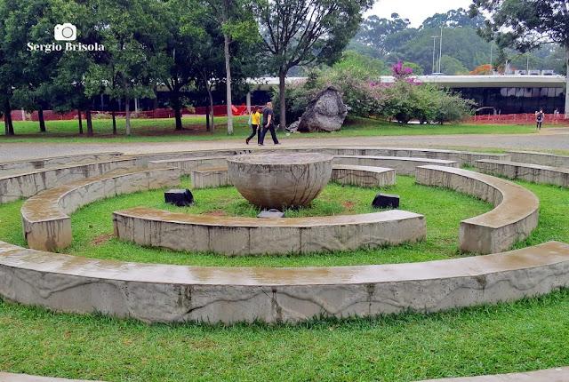 Vista da Escultura / Instalação Sectiones Mundi - Parque Ibirapuera - São Paulo