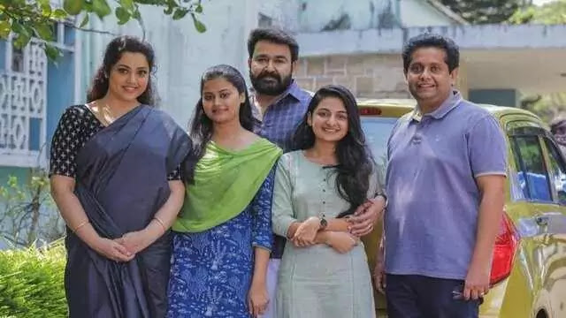 Mohanlal, Meena, Jeethu Joseph, Esther Anil, and Ansiba in Drishyam 2 (2021)