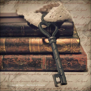 Old books and key Libros Antiguos y llave