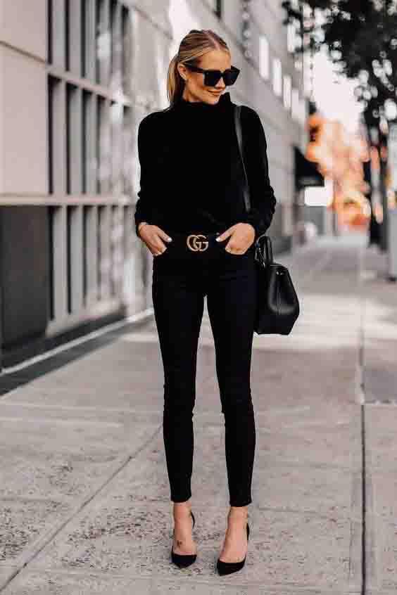Calça skinny preta e suéter preto