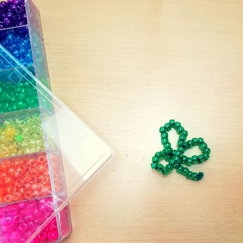 St Patricks day crafts for preschoolers - beaded shamrock