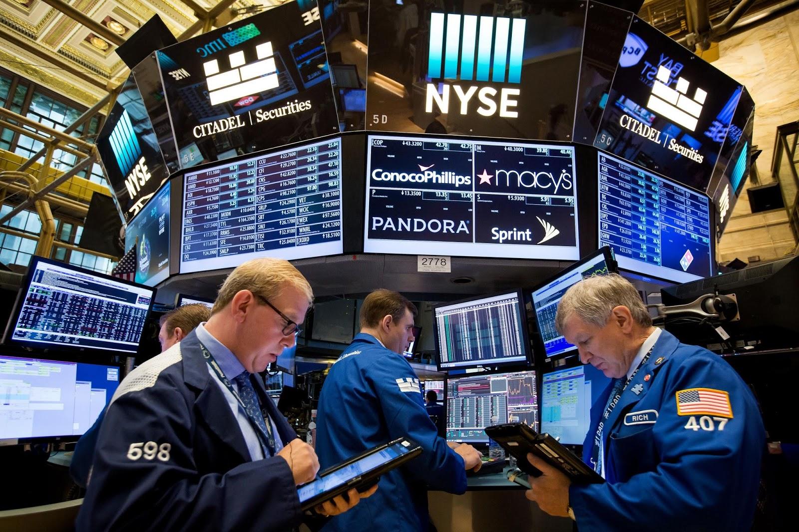 U.S. Stocks Rebound to Best Weekly Gain Since 2013: Markets Wrap