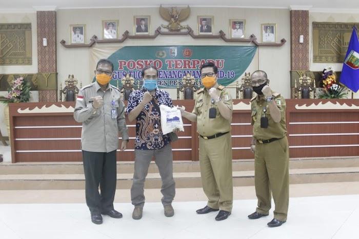 BUMD Kabupaten Pesawaran Berikan Bantuan Sembako dan APD kepada Tim GTPP Covid-19