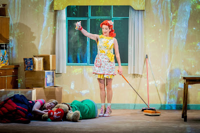 Hansel and Gretel - Opera North - Fflur Wyn, Katie Bray, Amy Freston - photo Robert Workman
