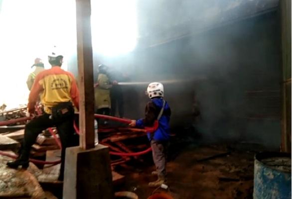 Pabrik Kayu di Sukabumi Terbakar, Kerugian Ditaksir Rp250 Juta